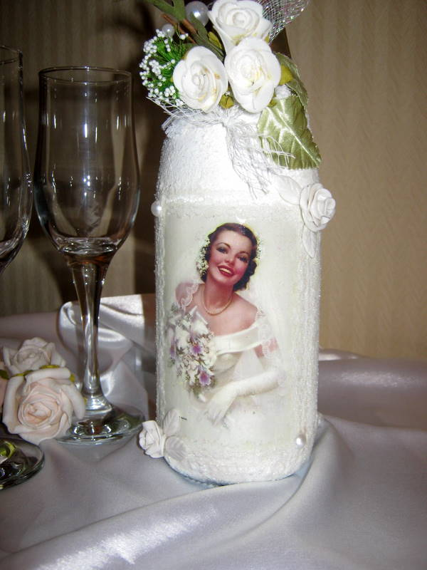 ...Просмотров: 631 Добавил: sozvezdie Дата.  Декор свадебных бутылок.